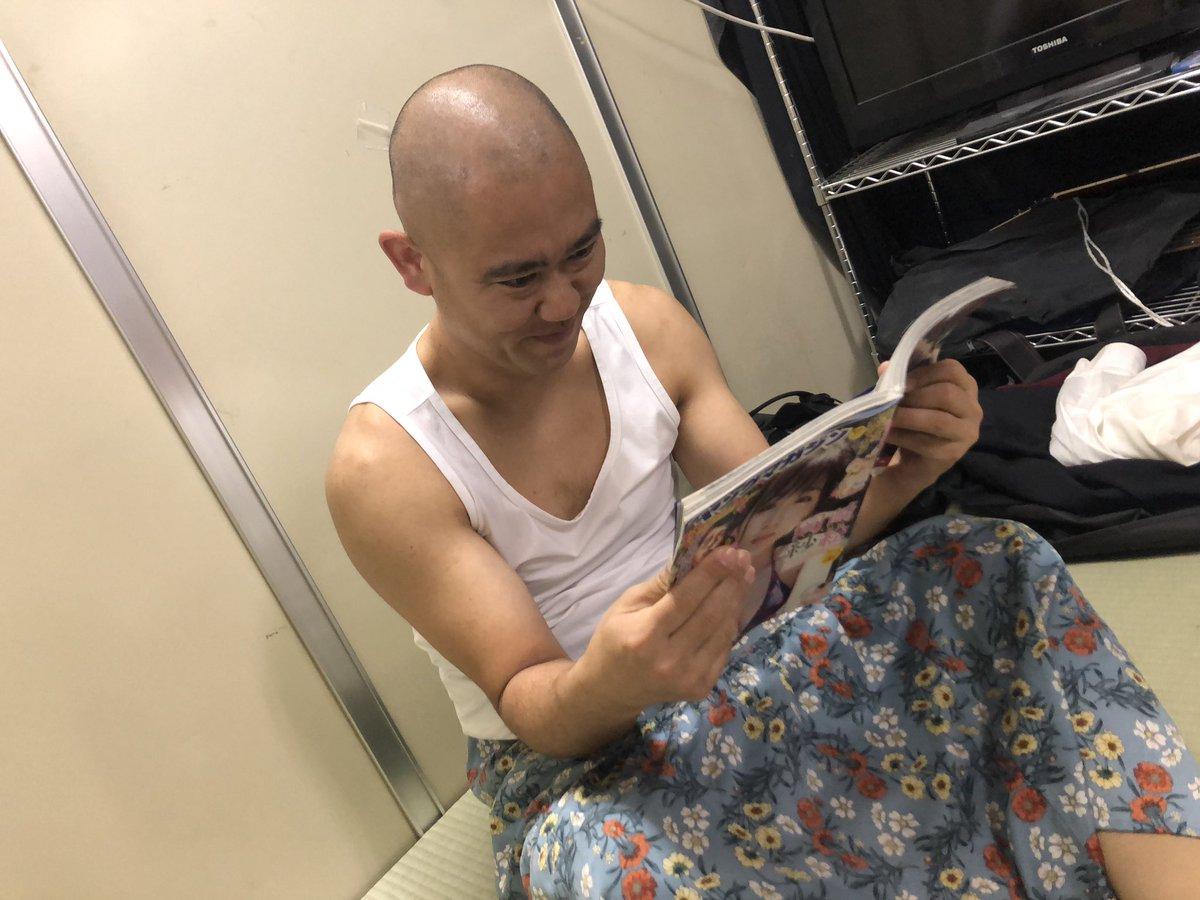 まりさんが載ってるヤンマガ買いましたよ!と言ってくれたナダルですが問いただすと、毎週定期購読してて私の為では無かったです…😑笑そして「女王様みたいなグラビア」と言われました。コテラ