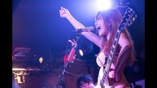今いちばん脱げるシンガーソングライター・藤田恵名、ポリープ手術後初のワンマンライブで21曲熱唱