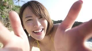 奈月セナ 浜辺でパンパンのGカップ美巨乳を見せつける