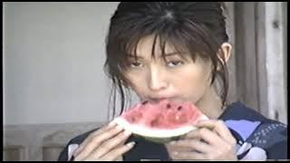 グラビアアイドルの森下千里さんのゆかたでスイカを食べる動画