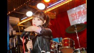 ニュース –  野生児猫娘・青山ひかる、レトロなライブハウスでムードのある撮影「何から何まで映えちゃう」