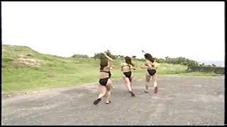 イエローキャブ5人娘 黒いビギニの水着の動画 小池栄子、佐藤江梨子、川村亜紀、坂井優美、松岡ゆき