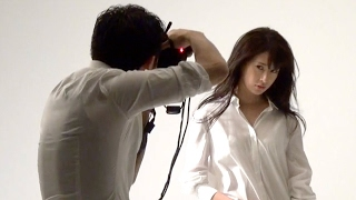 ピース綾部がカメラマンデビュー、モデル神室舞衣と過激なグラビア撮影「エロさ追求した」 写真集『神室舞衣ファースト写真集 ᴘʜᴏᴛᴏ ʙʏ 綾部祐二 ʙᴇᴅ ɢᴀᴍᴇ』